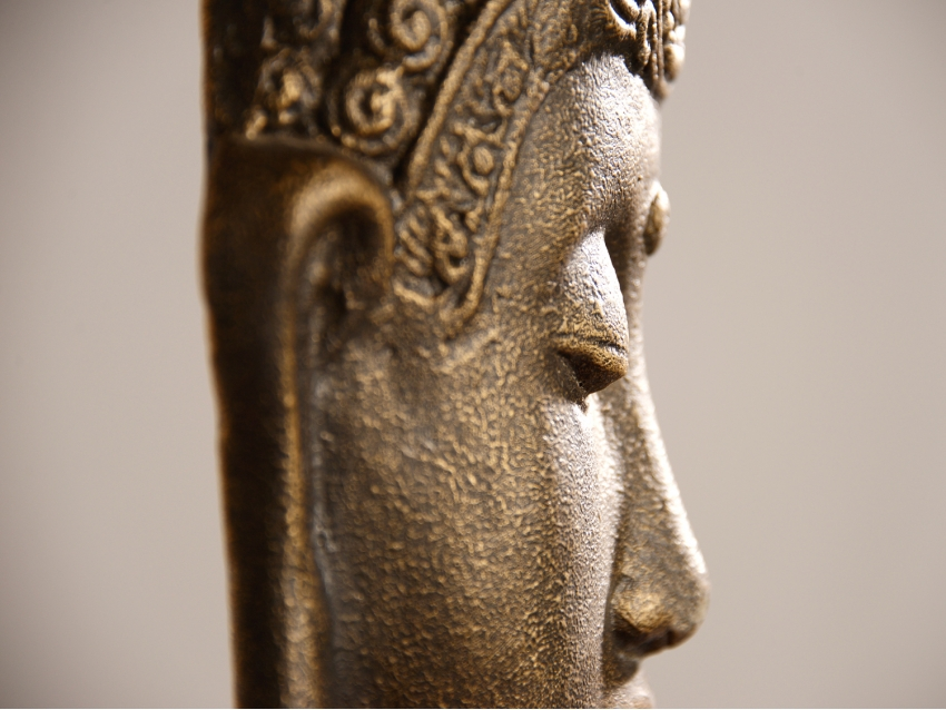 PANJANG Kleiner Buddhakopf auf Teakholz Sockel - Antique Gold | FLAIR COLLECTION